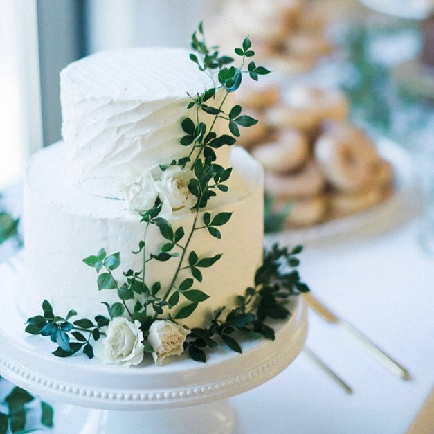 Fun and unique flavors. Piles of doughnuts. Something for everyone. When a bride uses those phrases to describe her vision for the dessert table at her reception, you know it's going to be good.  Congratulations to the new Mr. and Mrs. Boyd! 📷: @liz_bacon