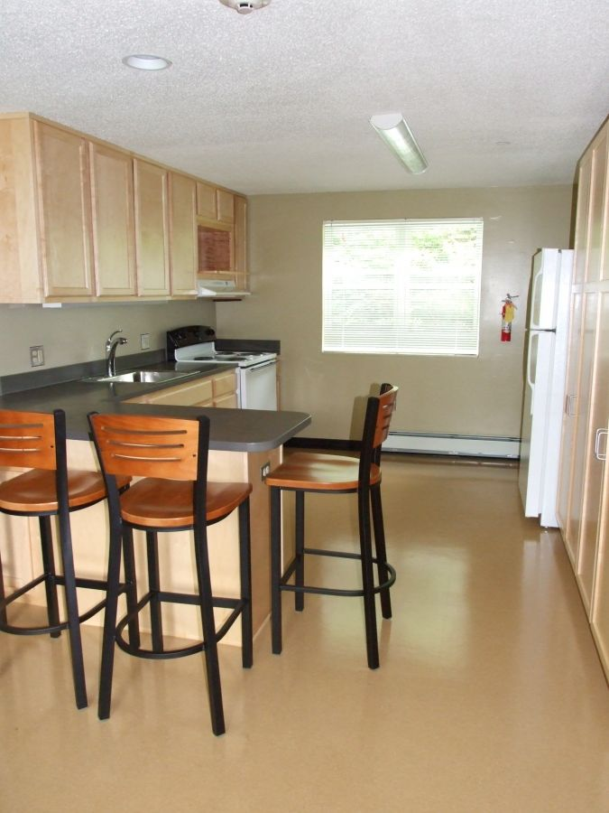 Woodside Apartments - Kitchen