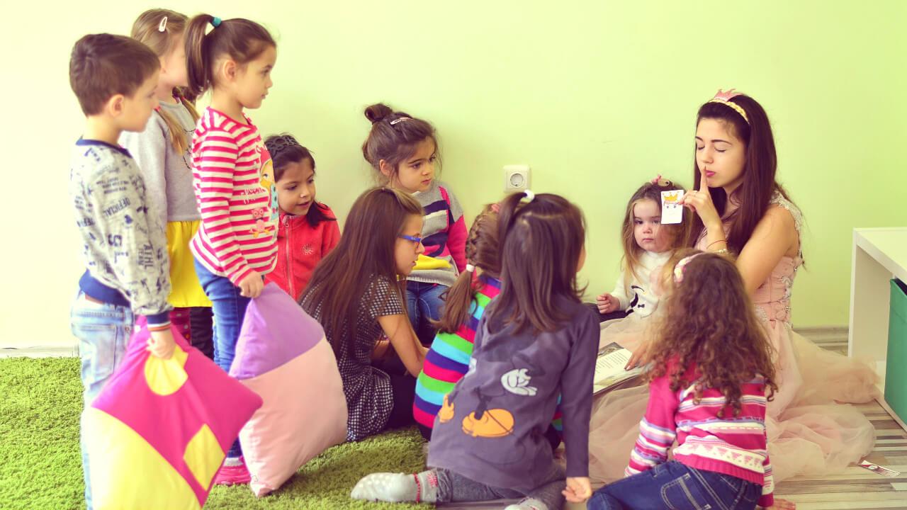 Приказен английски: приказка и работилница за деца на 4-7 Г. - Децата обичат приказки, нали? Затова и през уикенда ви каним на Приказен английски, където разиграваме приказки с активното участие на децата. Така те усвояват английския, съпреживявайки всяка история, след което творят в тематична работилница.