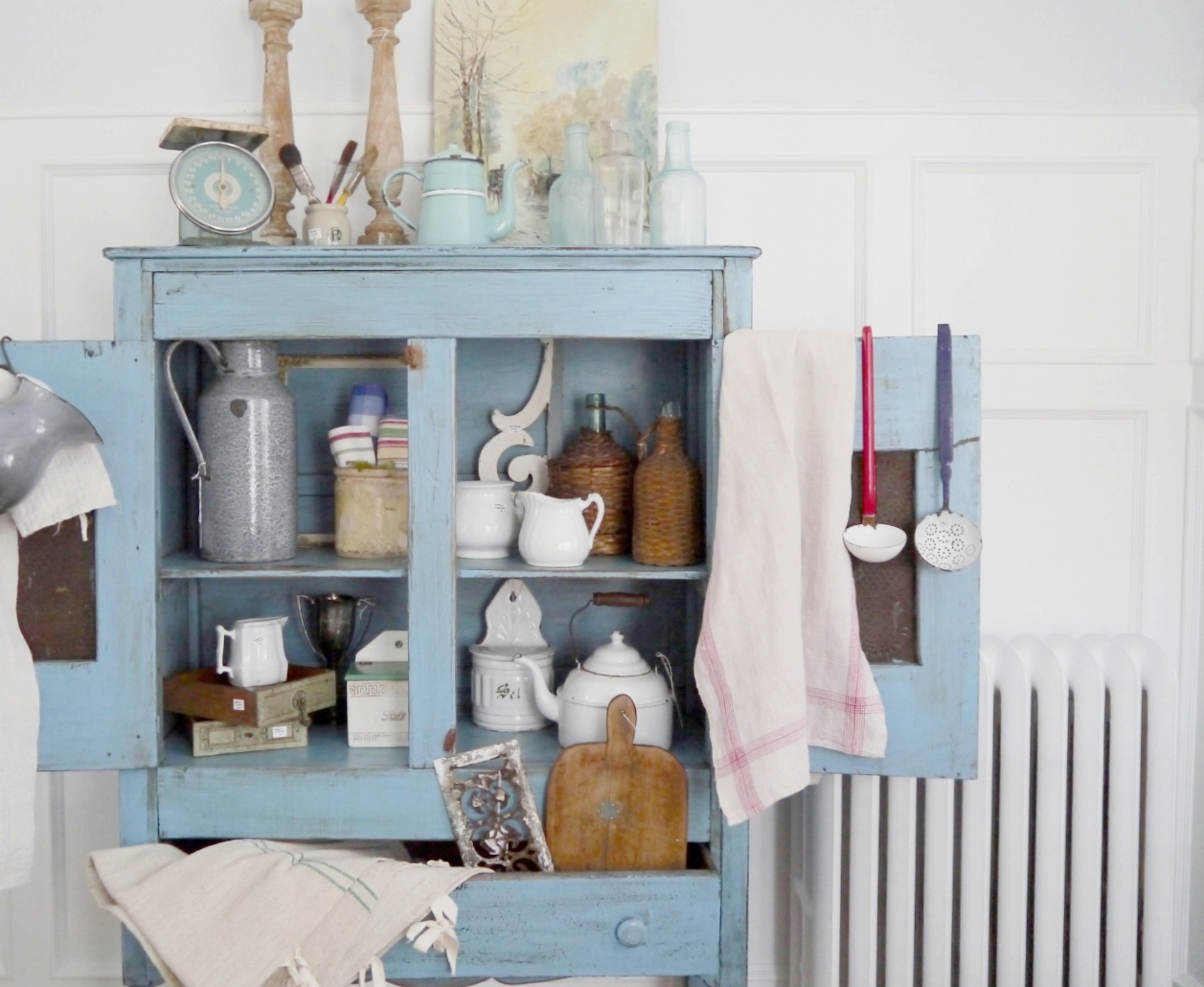 Visit the Vintage Collective showroom in Haddonfield, NJ to shop your favorite vintage home decor and accessories. You'll find hand-selected and one-of-a-kind pieces ranging from dishware, linens, furnitures, architecturals, vintage accessories and more. The best home vintage shop in Haddonfield, NJ.