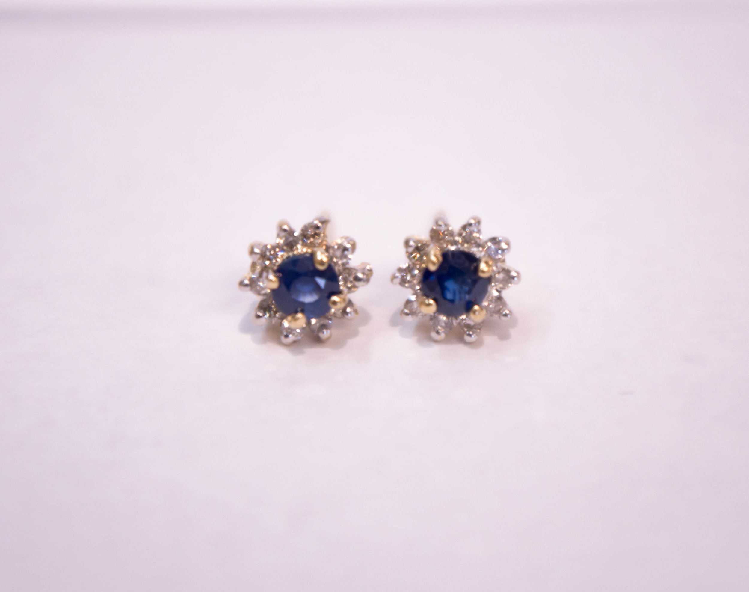 Estate 14KY Diamond halo with blue sapphire center 2.JPG