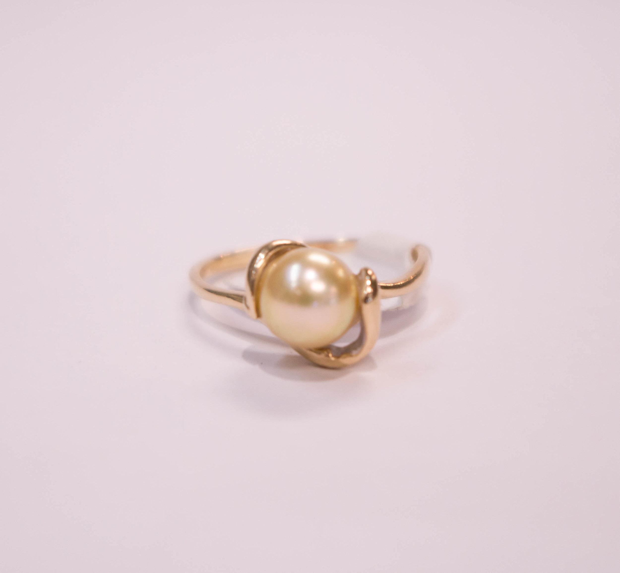 Estate 10K golden pearl ring.JPG