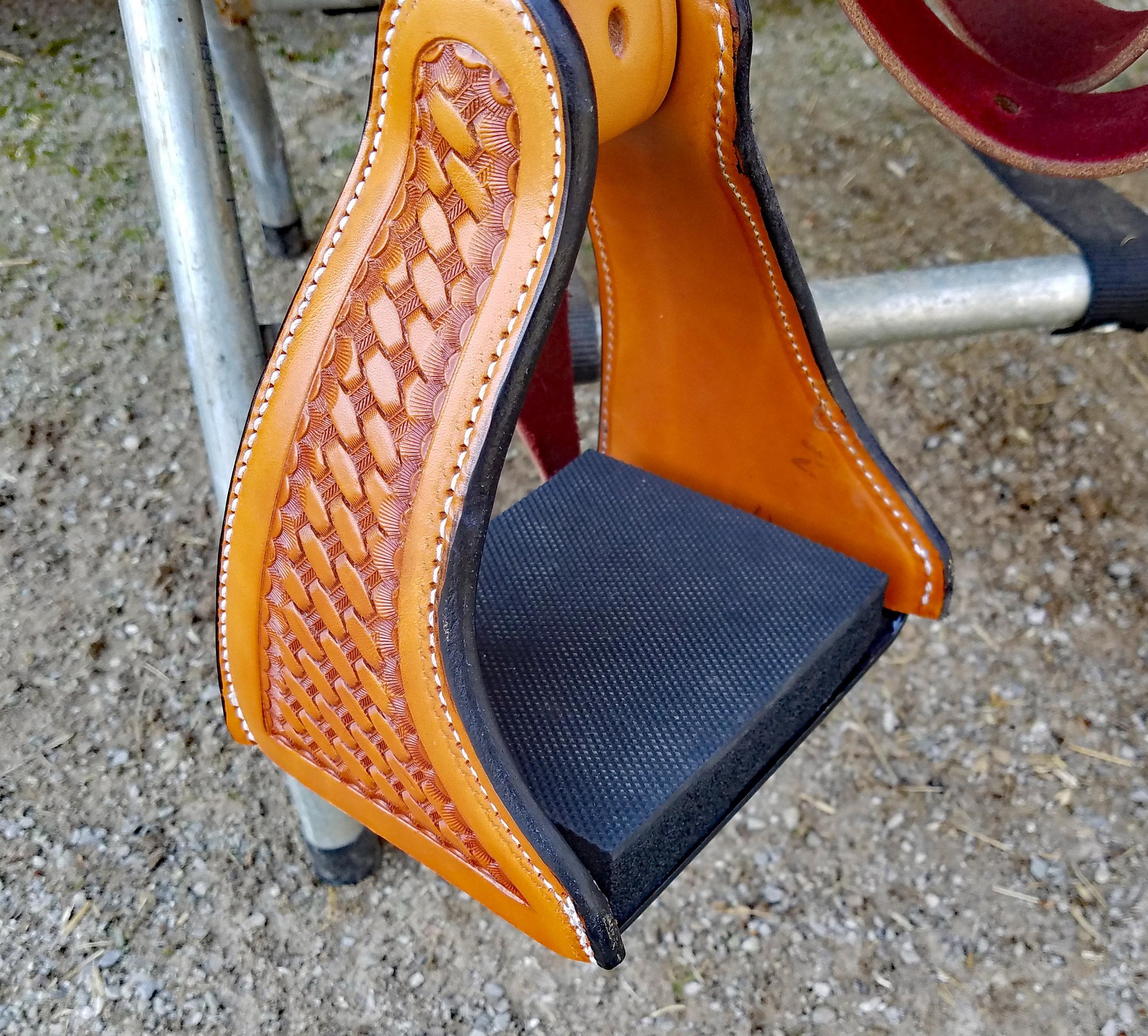 Comfort rider stirrups