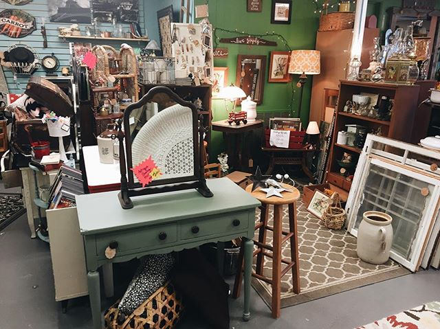 Y'all neeeeed to take a break from all that celery juice 🥒🥕🍎and gym time 🏃🏿♂️🏃🏻♀️🏃🏼♀️ and run on over to @saturday_market_antiques ! 😜😜 The deals are 🔥🔥🔥! #handdcreative #shoplocal