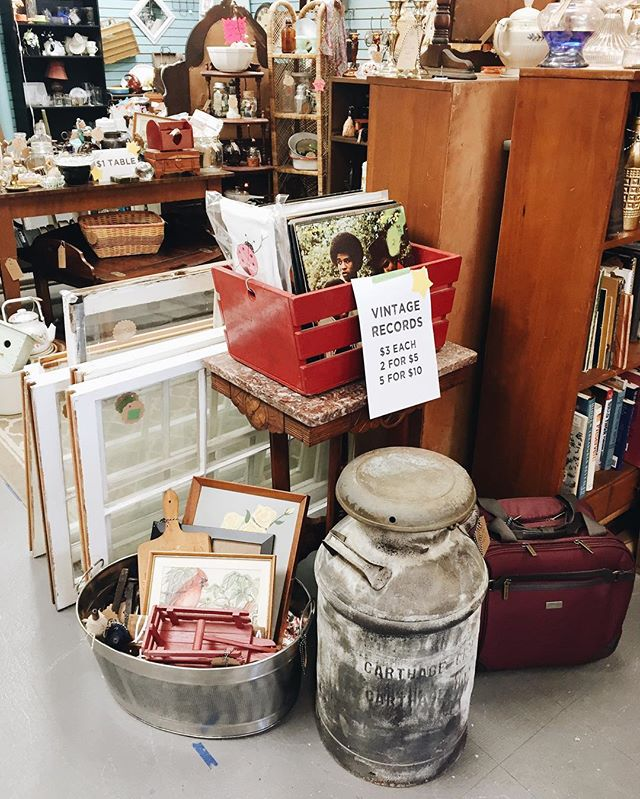 💐🌷🌞 Kick that screen door open and put on some vintage vinyl to welcome spring with us! 🌸🌼🌞 #shoplocal #visitthomsonga #thesaturdaymarketthomson