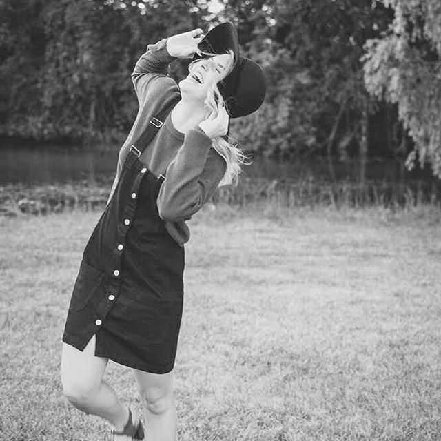 Can we all be as happy as this happy senior in a floppy hat?? ⠀ ••⠀ Well it's almost the weekend and a week from today I'll be in Sunny Florida so I'm close 😎 ⠀ ••⠀ Been a minute since I've thrown a B&W up here, lemme know what you think! ⬇️⠀ •⠀ •⠀ •⠀ •⠀ •⠀ •⠀ •⠀ •⠀ •⠀ •⠀ •⠀ •⠀ #seniorphotography #seniorphotos #modern #michiganseniorphotographer #detroitsenior #detroitseniorphotos #seniorstyleguide #detroitphoto #detroitphotography #belleislephotography #michiganphotographer #midwestphotographer #lifestylephotographer #TILinsiders #detroitportraitphotographer #detroitphotographer