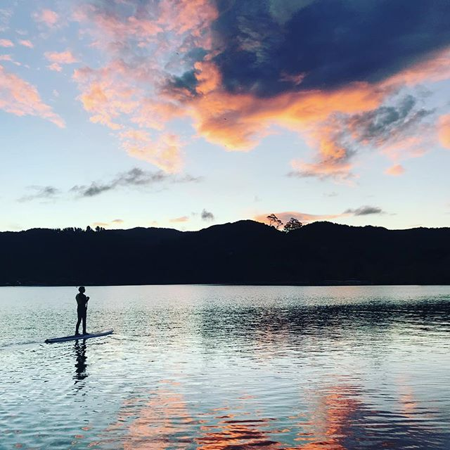 Santa is nearly here, I reckon he must like NZ 🎅🏻 . . . . . . . #paddleboarding #paddle #rotoruanz #paddleboardrotorua
