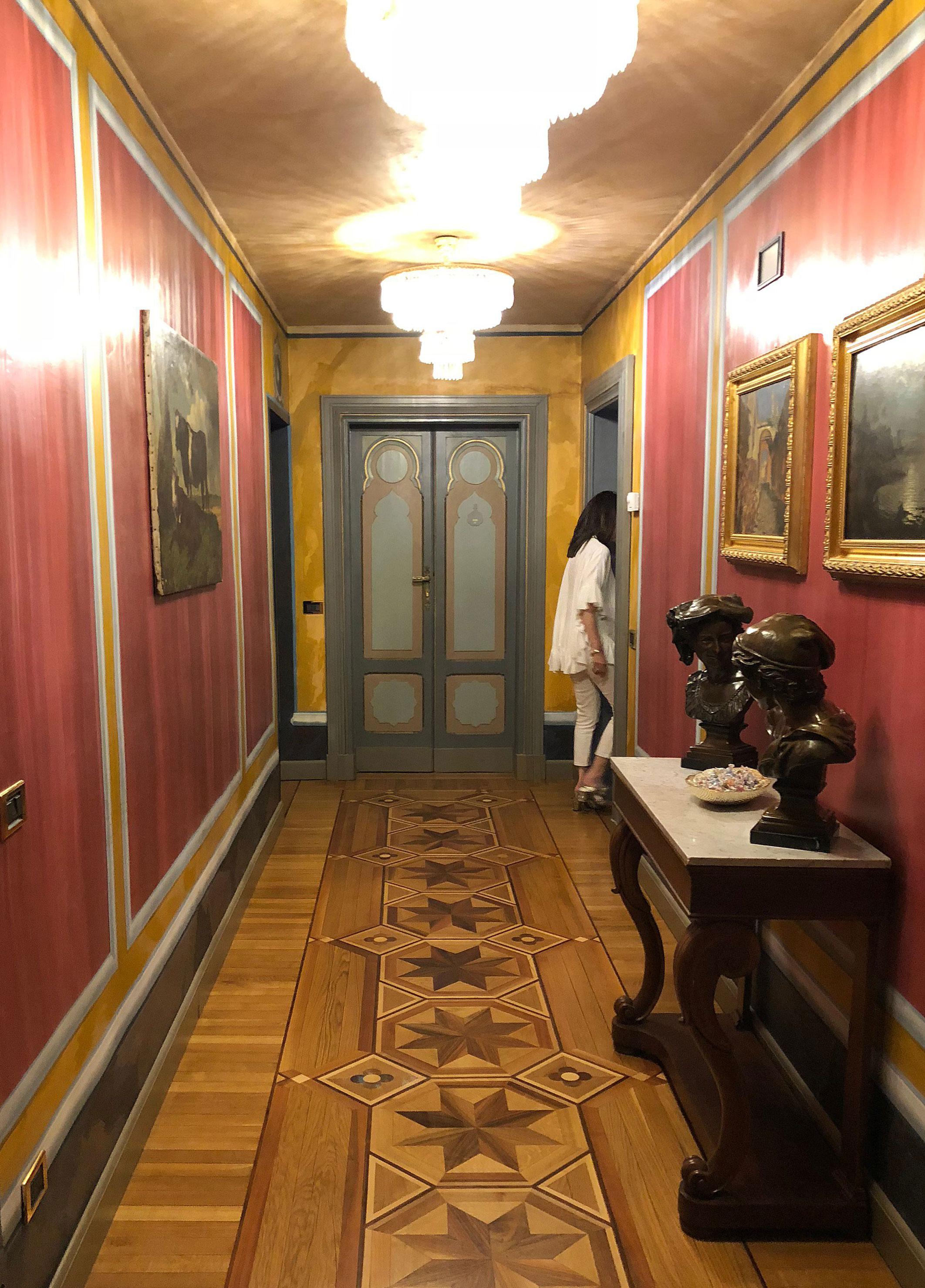 villa-crespi-room-corridor.jpg