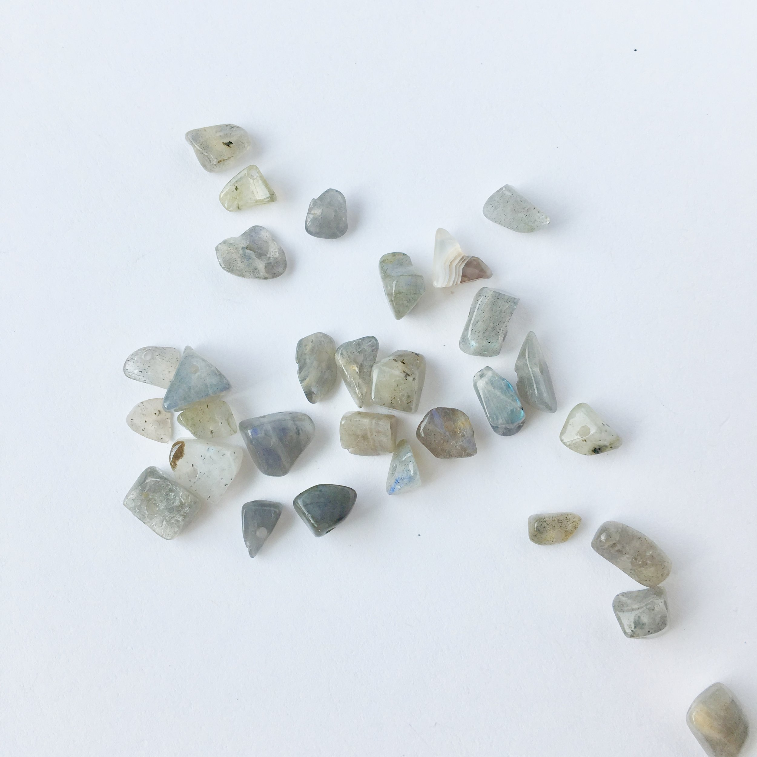 Labradorite: Use for increasing spiritual connection, motivation and awareness.