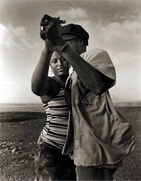 joe-wuerfel-couple-dancing-in-the-desert-sal-island.jpg
