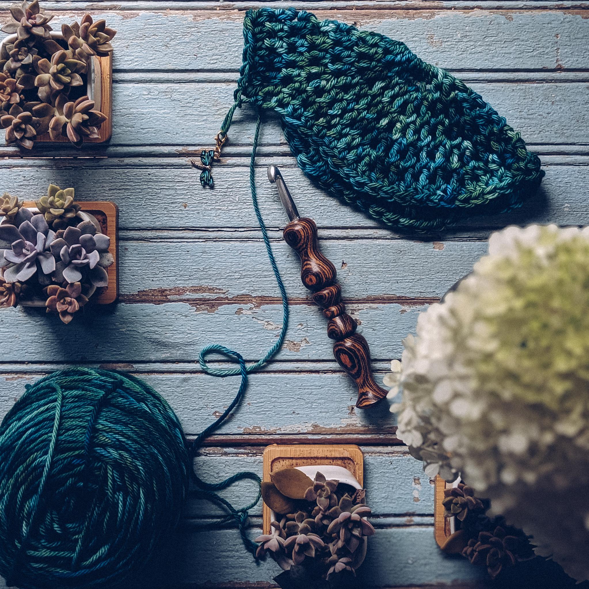 Crochet Subscription Box Review: hook, yarn, stitch marker, and more! #freecrochetpattern #crochetsupplies #crochet
