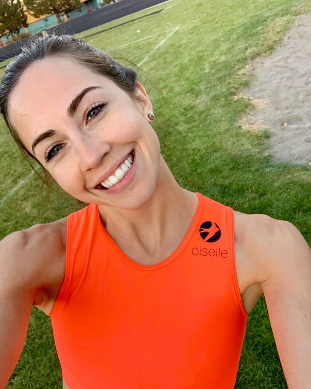 When your first instinct when wearing a @oiselle kit for the first time is to take this selfie. 🤷🏻♀️🤳 Super pumped to rep Oiselle FOR REAL at the Tenacious Ten put on by @snohomish_running_co on April 20th in Seattle! All of @runlittlewing will be there and a little bird (/all the O birds) tell me it's a reallyyyyy fun time. 💃🏻 I'll be running with the 10Kers, but there's also a 10-mile option for people that are more ambitious than I am. 😜 Link in bio to sign-up! 📸: me
