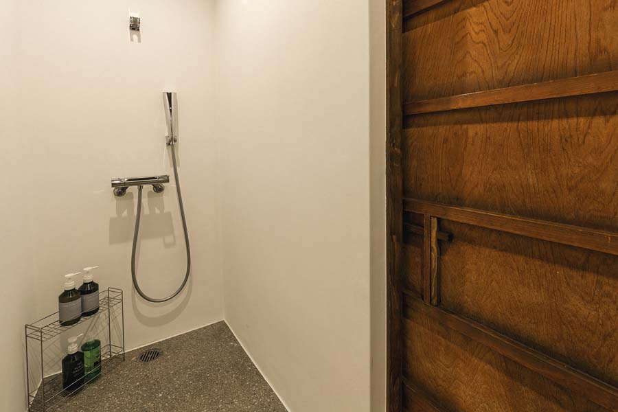 Quadruple Room - Shower 1_1.jpg