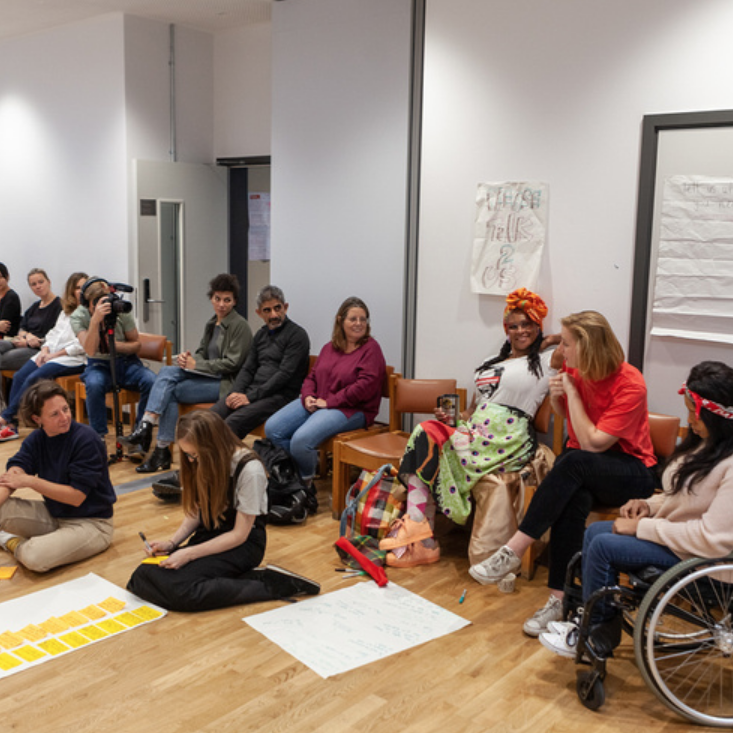 Craft Moves  uses craft to connect people and facilitate conversations between strangers on public transport to combat loneliness.   www.instagram.com/craftmoves