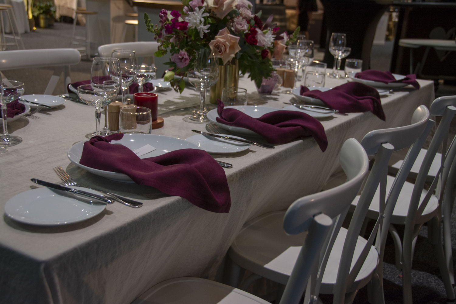 Oatmeal table with maroon napkins