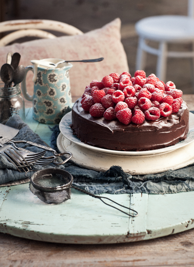 Chocolate-fudge-cake-with-raspberries-amaretto-cream_P.jpg