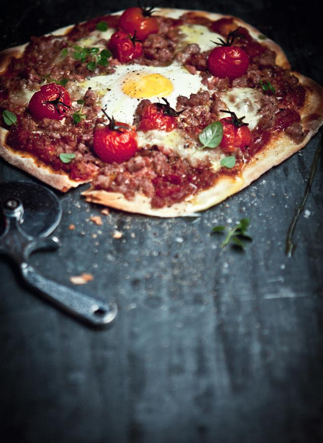 WKA_Italian-Sausage-Bacon-Roasted-Tomato-and-Egg-Pizza_P.jpg