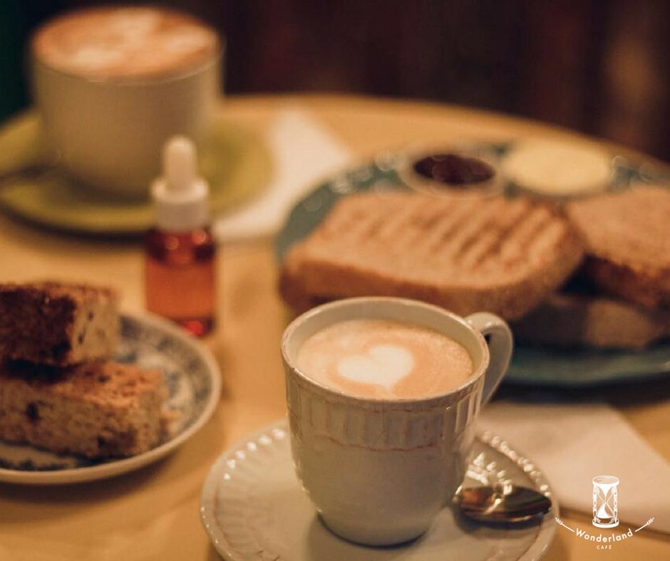 Julio: lejos, la Mejor combinación - Café capuccino + flapjack o tostada con mermelada y mantequilla por solo $3.200.-*Promoción válida sujeta a disponibilidad y con restricción de horario. Disponible de Lunes a Viernes de 9 am a 17 hrs.