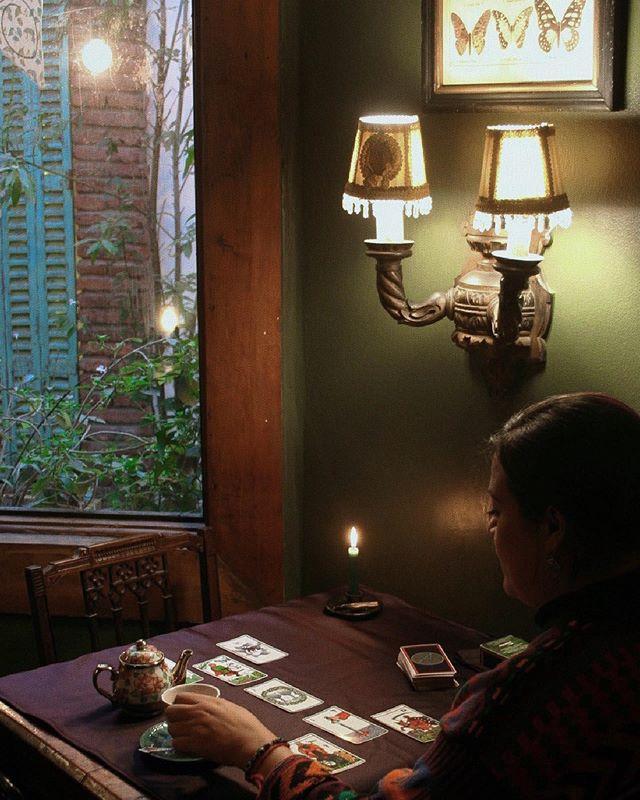 Recuerda que todos los días jueves en Wonderland Café tenemos té y tarot, solo debes realizar tu reserva al email astronegra@gmail.com ✨