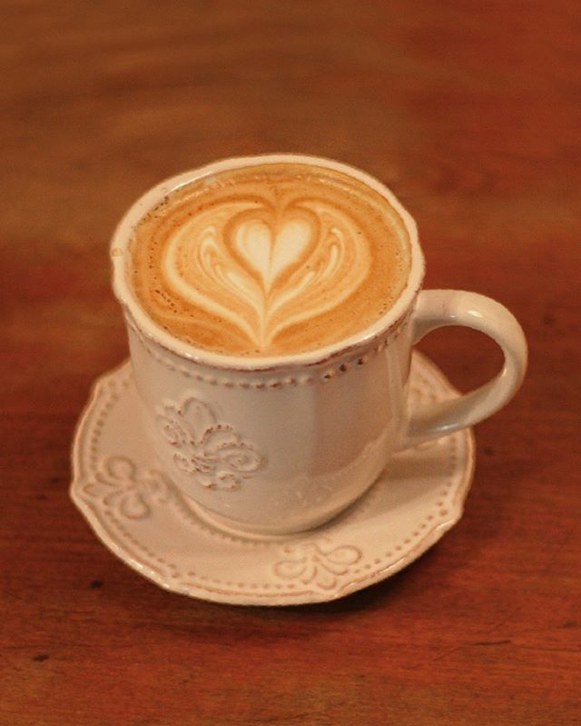 ¿Amante del café tradicional? ☕️ •Espresso •Doppio •Macchiato •Americano •Cappuccino •Latte •Flat White Hacen parte de los cafés tradicionales que encontrarás en nuestro menú. ¿Cual es tu favorito ?  Rosal 361, Lastarria 📍