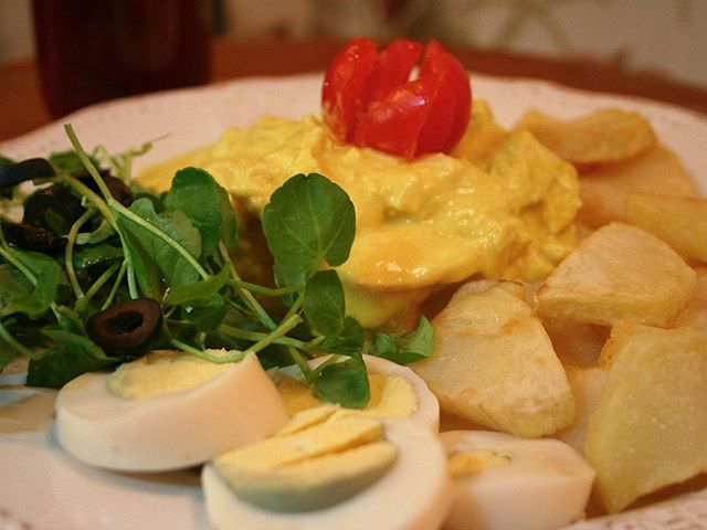 ¡LUNCH TIME! 🍽  En Wonderland Café contamos con varias opciones en nuestro menú a la hora del almuerzo. •Plato del día, ensaladas y quiches, que incluyen jugo de fruta natural por $ 5.900 •Sopas y cremas, más tostadas por $ 2.500  De lunes a viernes entre 12:00 y 14:30 hrs... Rosal 361, Lastarria.