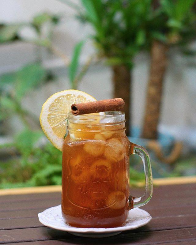 Caribbean Drink 🤤 ¡El Oro líquido de nuestros hermanos latinos! Para todos los que en invierno también se les apetece una rica bebida refrescante... Papelon - Panela con 🍋