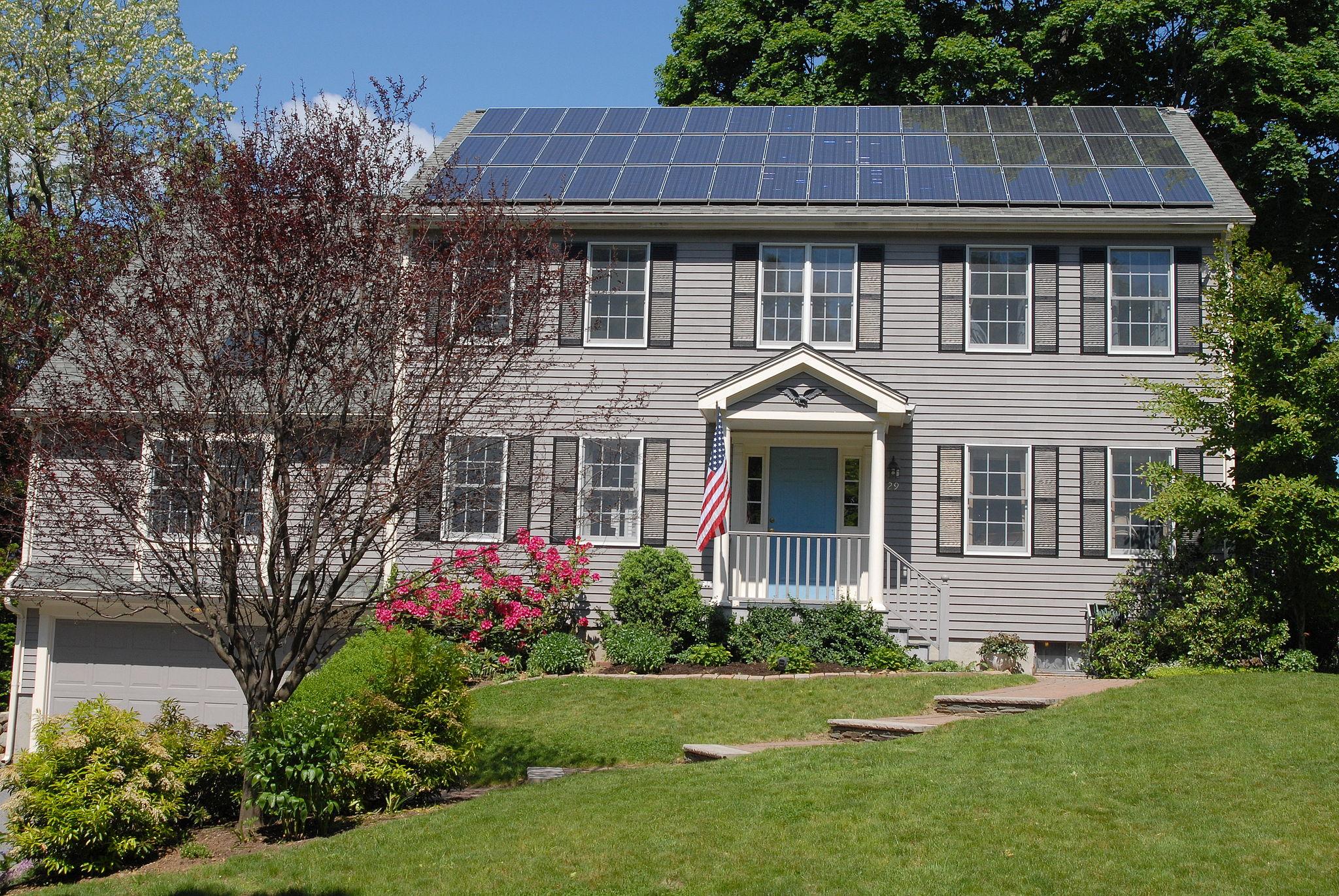 2048px-Solar_panels_on_house_roof.jpg