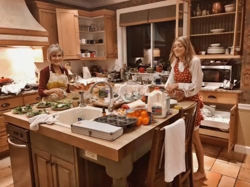 kitchenbiglove.jpg