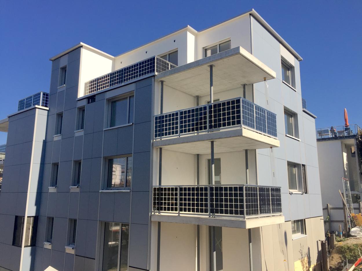 Solarhaus in Oerlikon: Sogar die Fassade besteht aus Solarzellen. Damit produziert das Gebäude mehr Energie, als es für Strom, Warmwasser und Heizung benötigt.