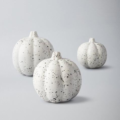 white pumpkin decor.jpg