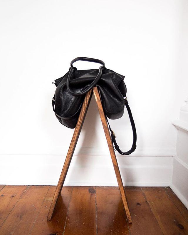 Paris bag / new catalogue soon 🙏🏽 www.arako.co . . . . . . #women #womenentrepreneurs #fashion #fashioninspo #womenempowerment #forwomen #forwomenbywomen #designer #blogger #mode #blog #newpost #cashmere #leathergoods #leather #vsco #paris #ootd #purse #sewing #sewingblog #basics #montreal #businesswoman #coat