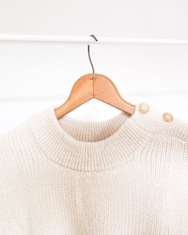 Alpaga sweater  www.arako.co . . . . . . #women #womenentrepreneurs #fashion #fashioninspo #womenempowerment #forwomen #forwomenbywomen #designer #blogger #mode #blog #newpost #cashmere #leathergoods #alpaga #vsco #paris #ootd #sweater #sewing #sewingblog #basics #montreal #businesswoman #wool