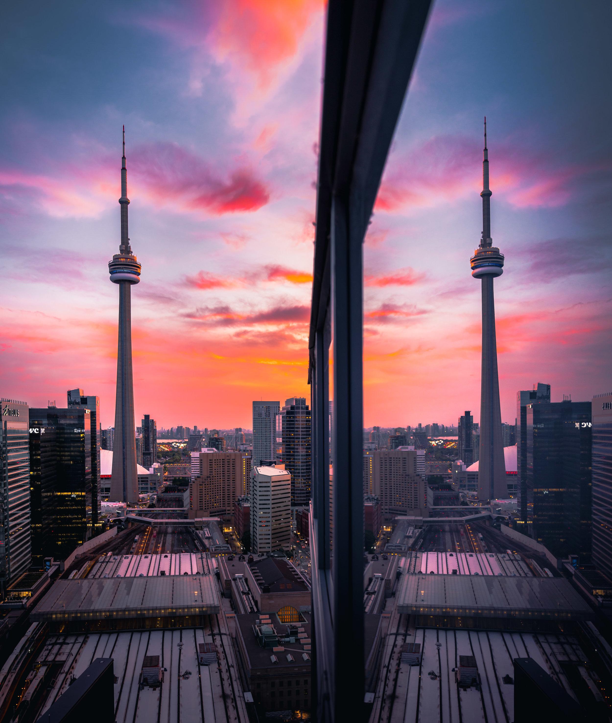 CN-tower-toronto-sunset