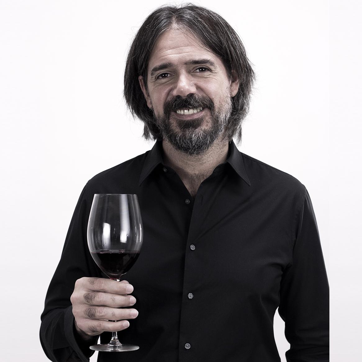 """""""Si alguien pone un terruño en la etiqueta, se tiene que notar. Tiene que haber algún tipo de carácter que no provenga de la uva y la vinificación"""". - Fabricio Portelli"""