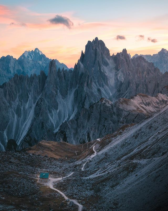 An evening overlooking one of the craziest mountain ranges in Italy.