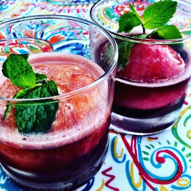 Malbec & sorbet... celebrating the season🍷Another fav...lemon sorbet and Prosecco, delizioso! 🥂🍾🍋 #refreshing #mango #sweet #raspberries #simplicity  #rooftop #dessert #wine #enjoy #friends #spring #sunset #mixology #recipe #weekend  @haciendademesilla @lapostademesilla