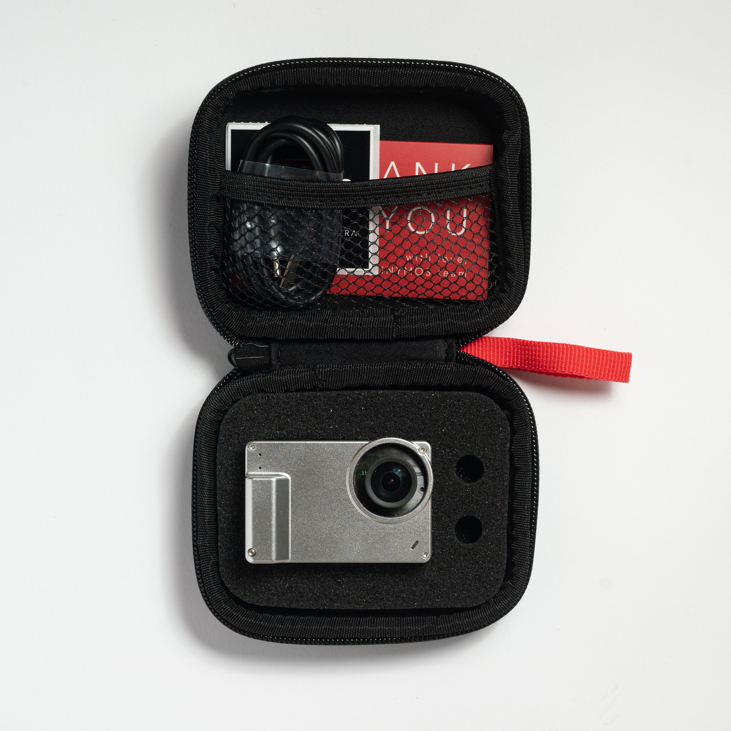 Inside, the case allows you to carry the camera, charging cable and 2 additional M12 lenses