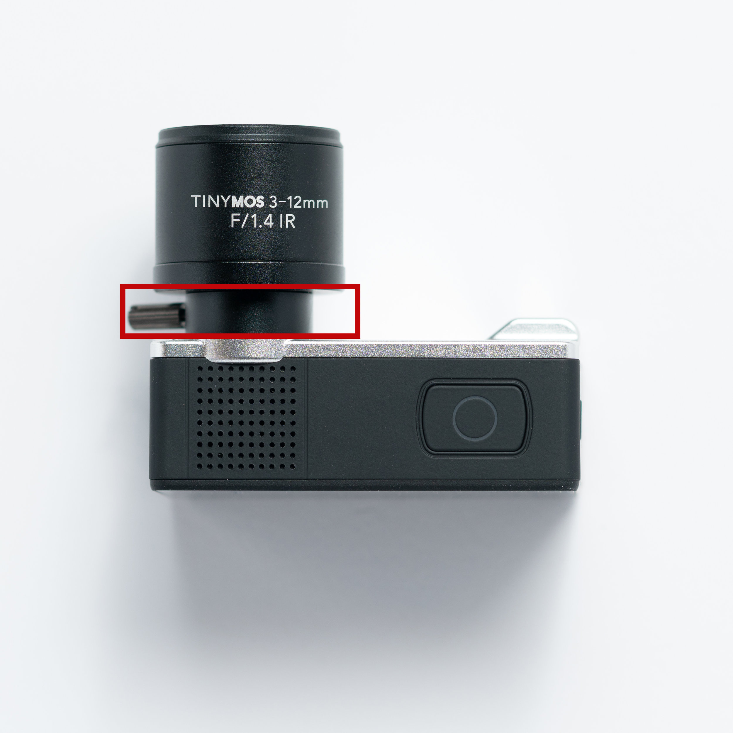 This ring controls the zoom of the lens. You can use the attached knob to help you turn the ring.