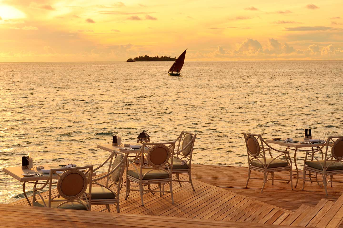 b2338-Ayada-Maldives-dining-Ocean-Breeze-restaurant--11-.jpg