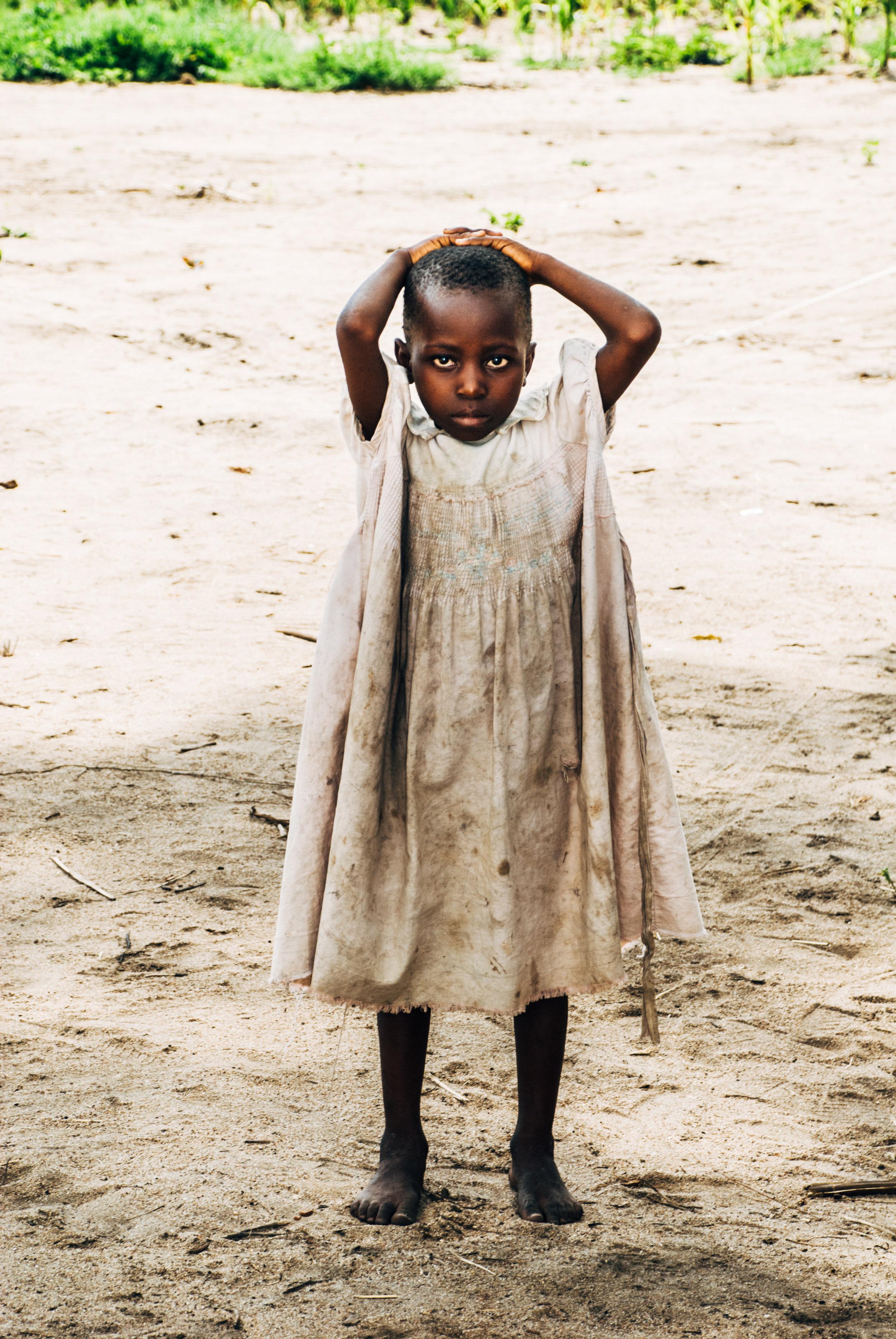 """HVA ER VIKTIG HER I LIVET- i møtet med alle disse menneskene som ikke eide noe ble jeg tvunget til å tenke gjennom mitt eget liv. Jeg var så flau over å ha """"dyre"""" hele klær og nye flip-flops. Enda mer """"flau"""" var jeg over min hvite hud, som var som et symbol på at jeg hører til de rike. De grådige som ødelegger denne planeten og forårsaker ekstrem fattigdom og kriser som denne."""