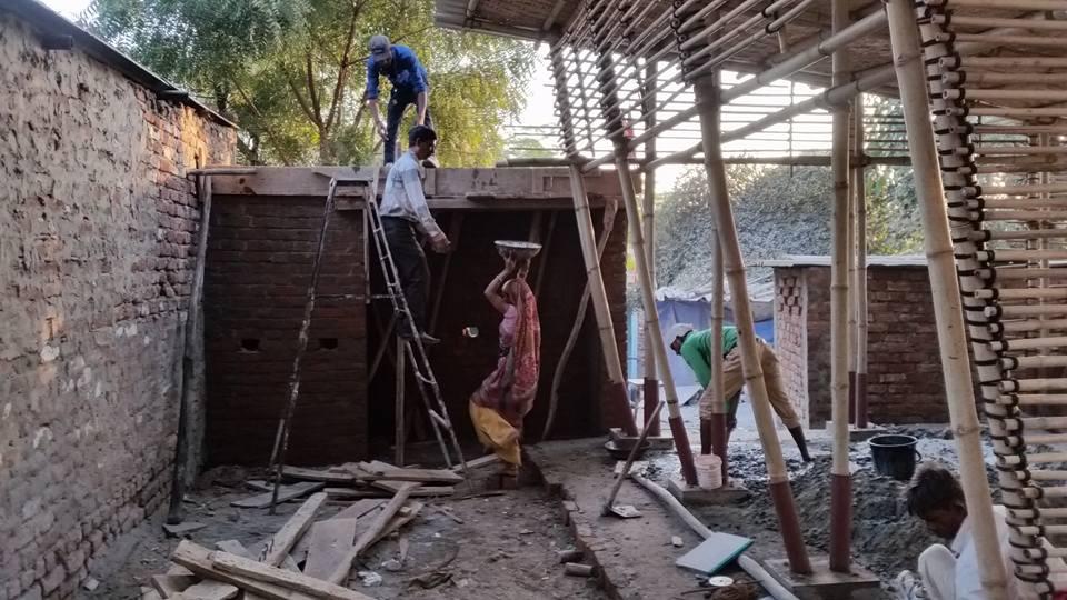04_Bholu 14_Bakabhai and workers.jpg