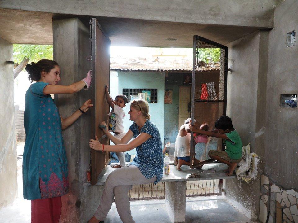 04_Bholu 13 Volunteers_construction.jpg