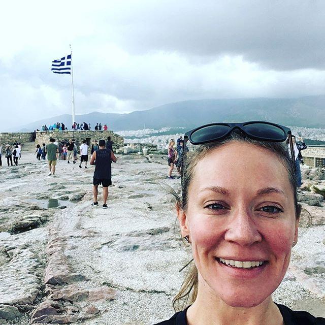 Καλημέρα Started the day with a walk up to the Acropolis! 🇬🇷 #finallymadeit #athens #primaltravel #noluggagenoproblem
