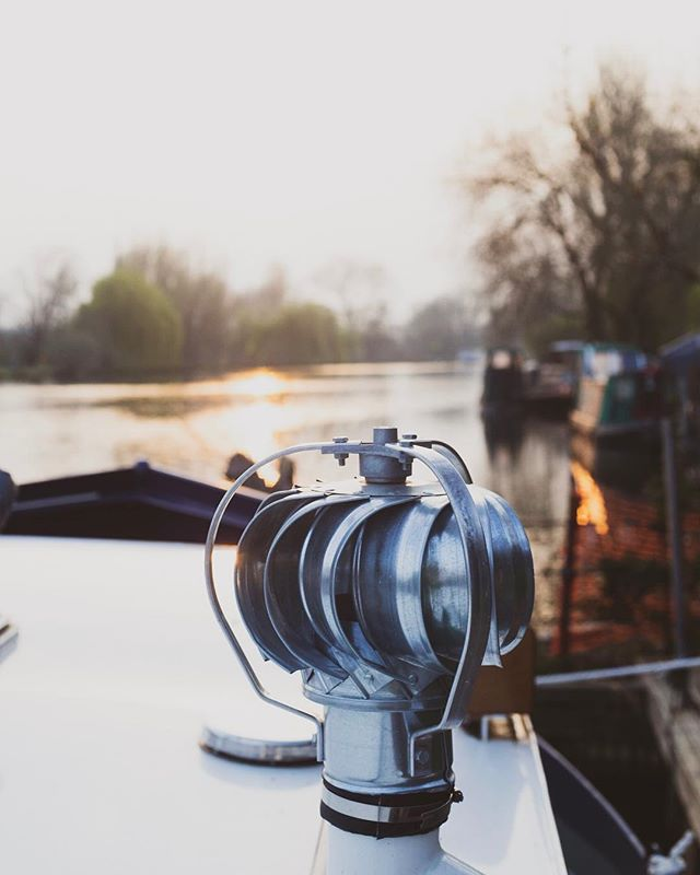 Golden Hour on the Thames | Caversham | UK 🇬🇧 . . . . #sheshootsgreen #onabarge #thames #nature #photography #caversham #goldenhour #riverview #intothewild #readinguk #canon #onaboat #lovindublin #sunset #landscape #justgoshoot  #discoverengland #picoftheday #igers #sunset #nature_seekers #discoverearth #natgeo #awesome_earthpix #landscapephotography #wanderlust #stayandwander #outside_project #landscapelover #photooftheday