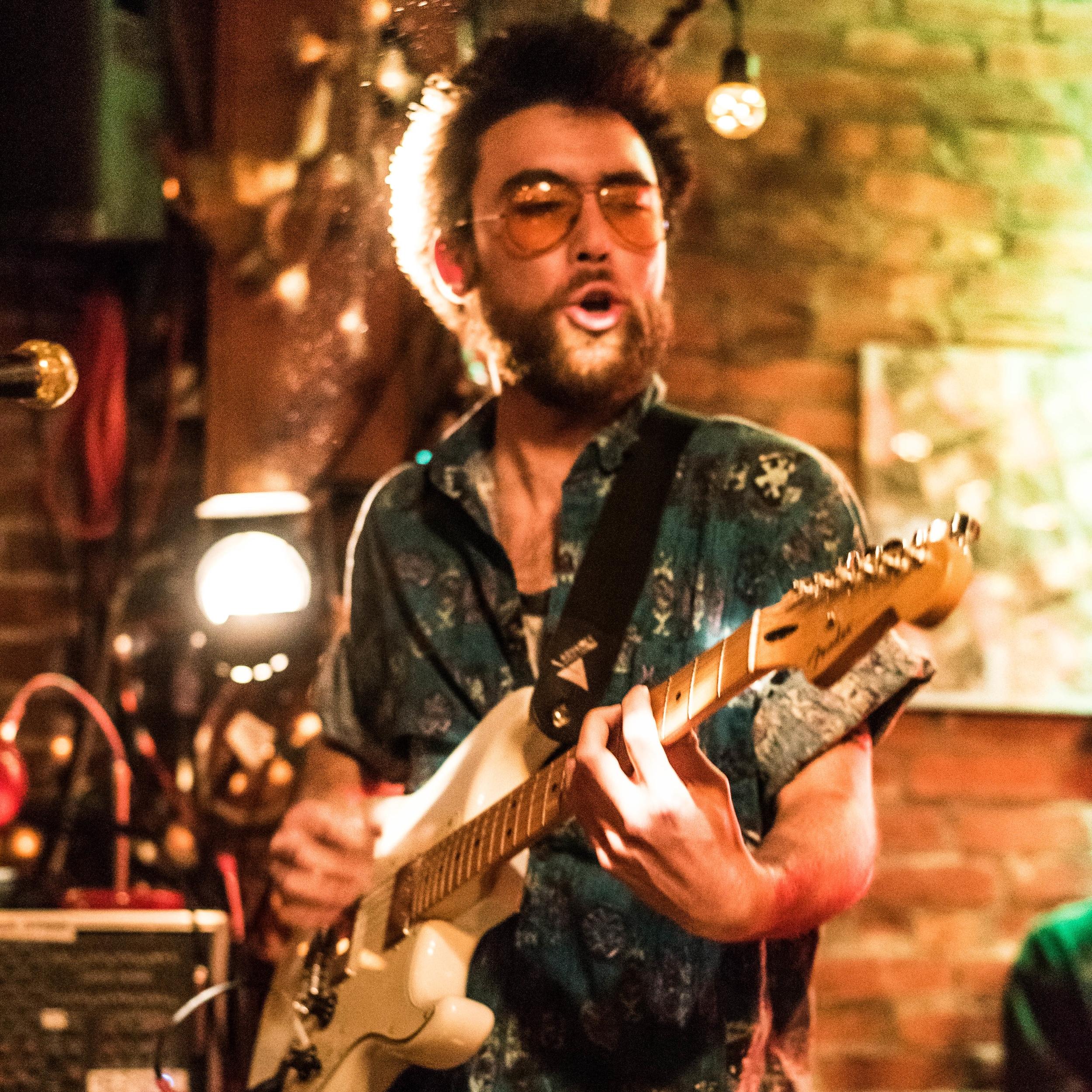 Dan Maurice / Guitar & Vox