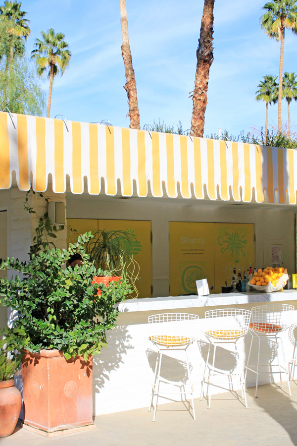 18-Lemonade-stand-at-The-Parker-Palm-Springs.jpg