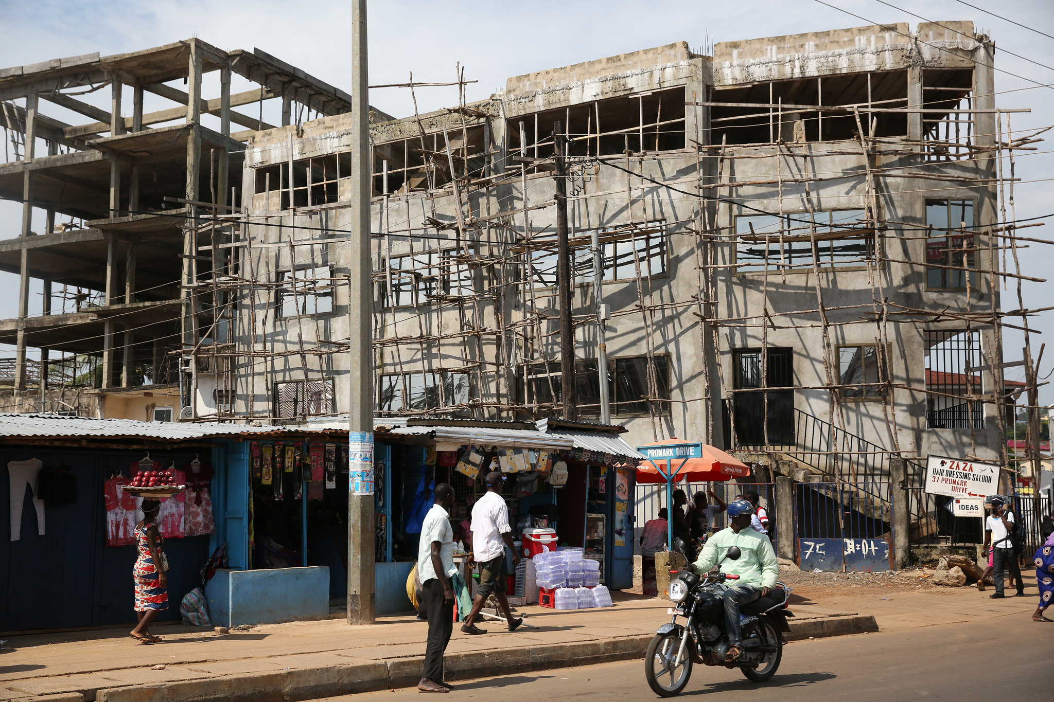 Daily life in Conakry, Guinea on December 3, 2014.    Source   : Dominic Chavez / World Bank via Flickr