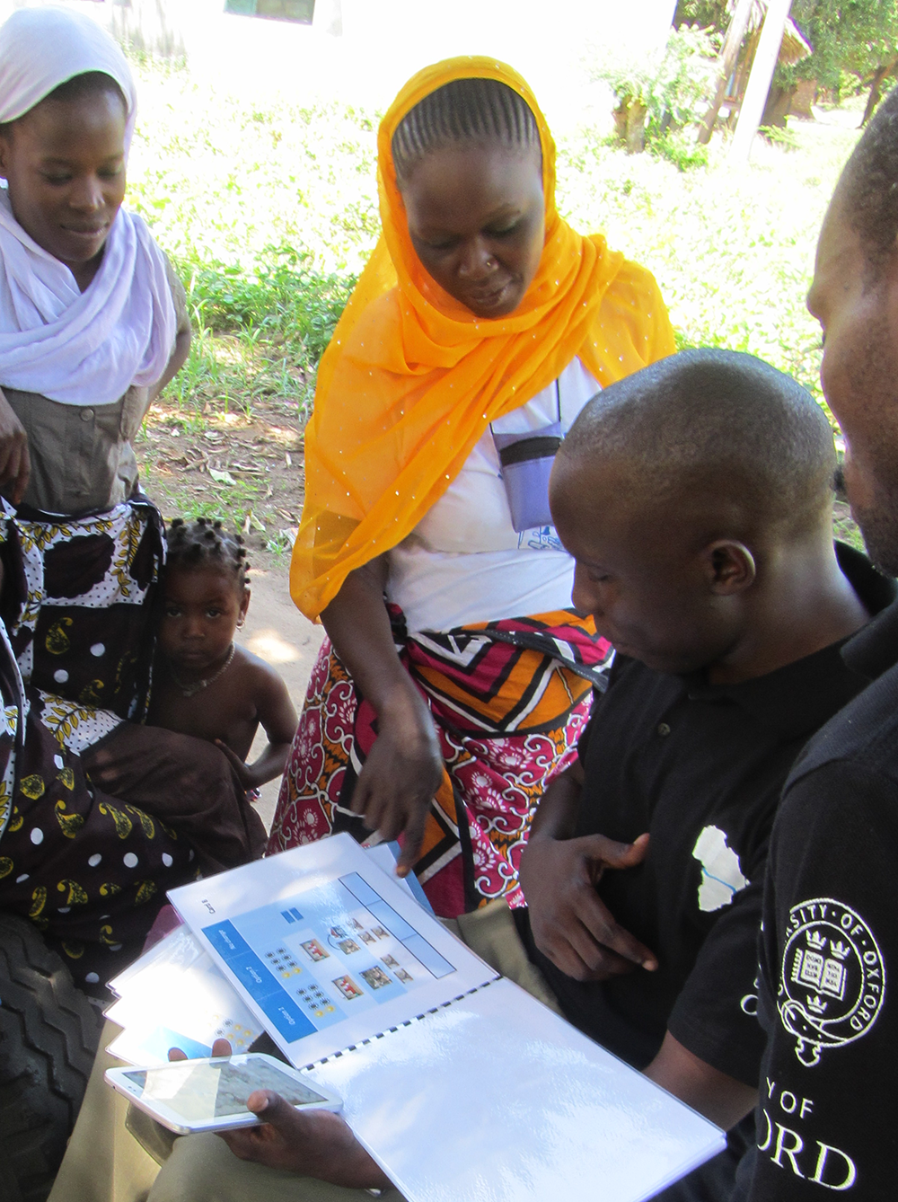 Staff conduct a survey in Kwale County.    Source   : OxWater via Flickr