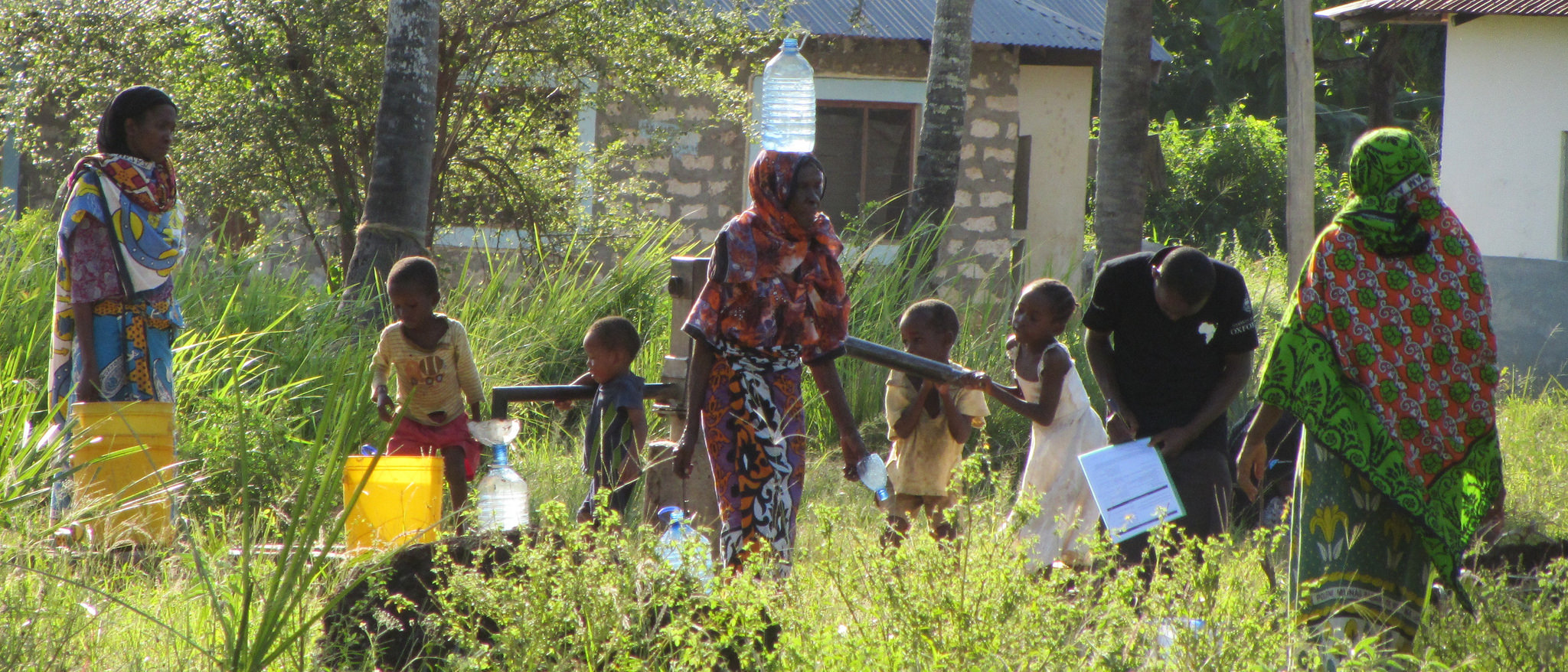 Water collection and surveys for the Smart Handpump project.    Source   : OxWater via Flickr
