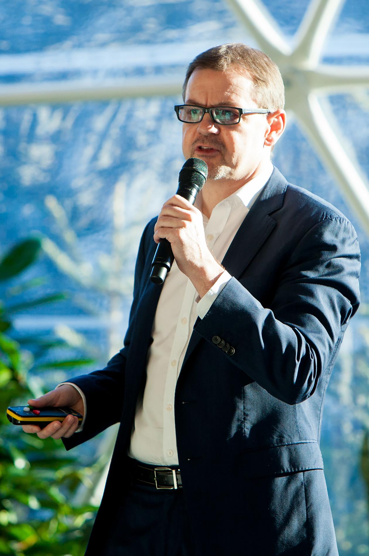 Steven Ramage at the Blockchain + AI + Human Summit 2019 in Davos, Switzerland.  Source : John Werner